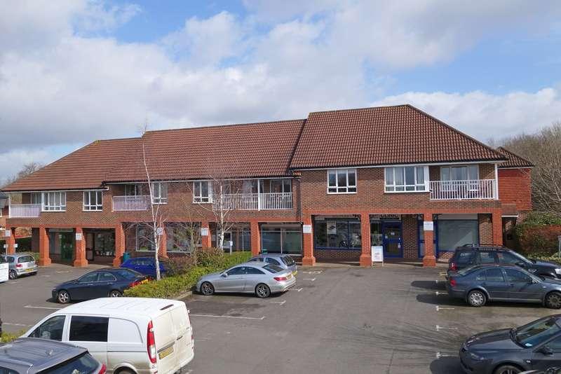 2 Bedrooms Flat for sale in Bartholomew Way, Horsham, West Sussex, RH12