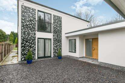 4 Bedrooms Detached House for sale in Berwick Road, Little Sutton, Ellesmere Port, CH66
