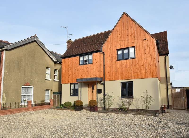 4 Bedrooms Detached House for sale in Hare Street