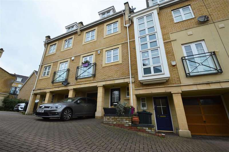 4 Bedrooms Terraced House for rent in Kingfisher Drive, Greenhithe