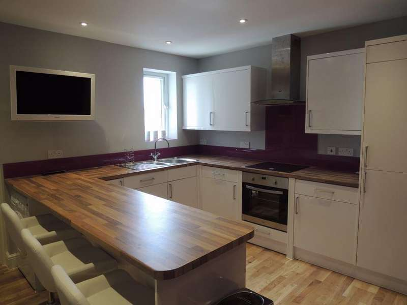 3 Bedrooms Flat for rent in Barrack Street, COLCHESTER, CO1