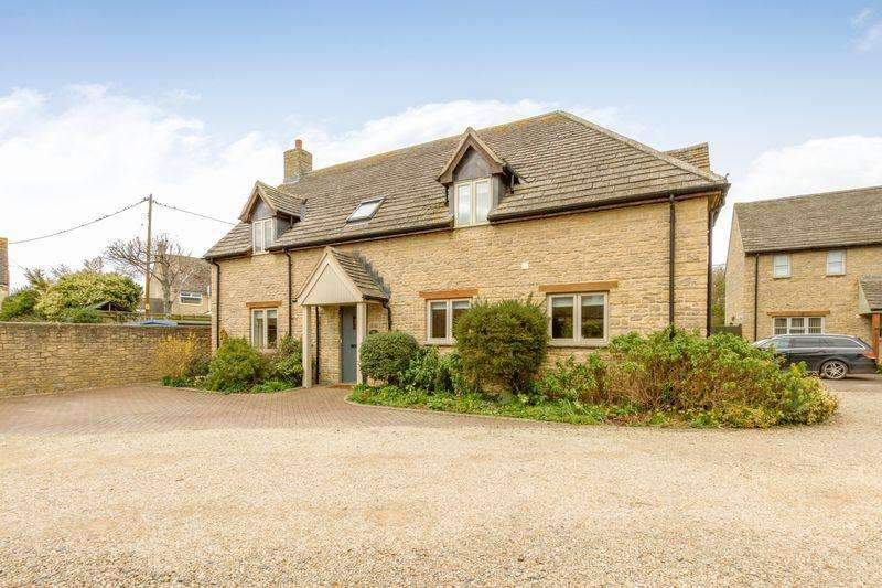 4 Bedrooms Detached House for sale in Church Farm Court, Aston
