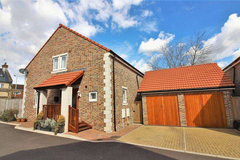 4 Bedrooms Detached House for sale in Langdons Way, Tatworth