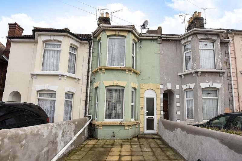 3 Bedrooms Terraced House for sale in Nelson Road, Gillingham