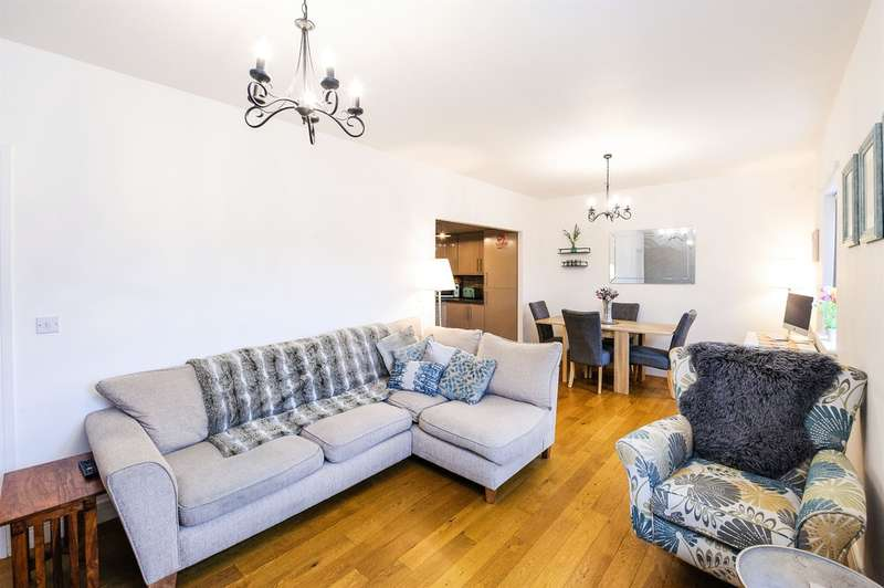 2 Bedrooms Flat for sale in Fleming Walk, Church Village, PONTYPRIDD