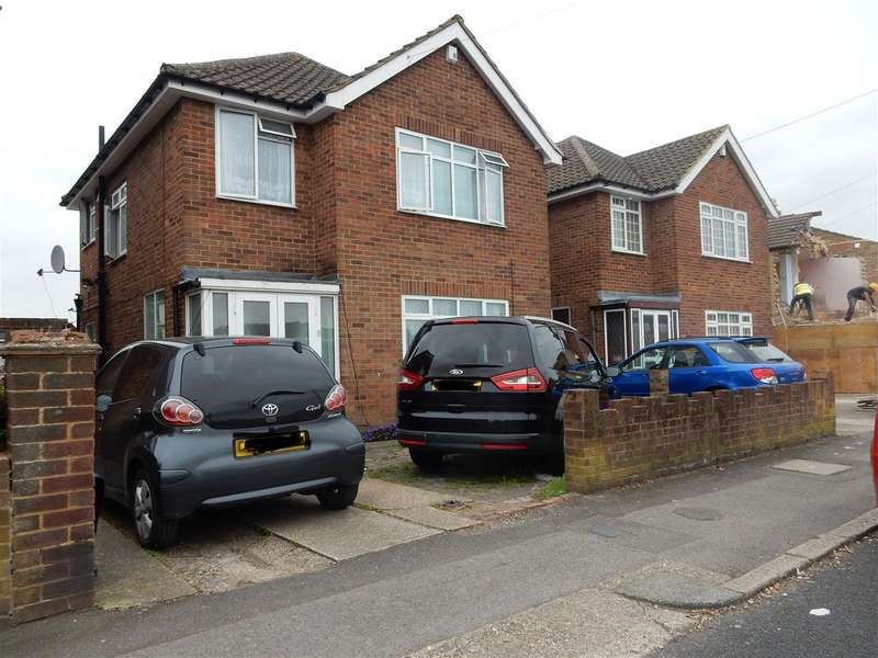 3 Bedrooms Detached House for sale in Wood End Green Road, Hayes