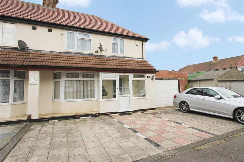 3 Bedrooms Semi Detached House for sale in Minterne Waye,, Hayes