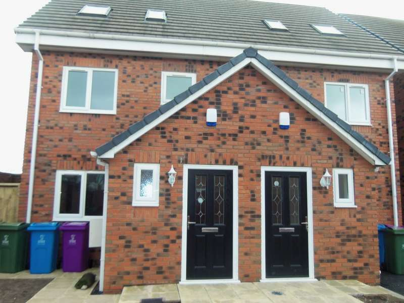 3 Bedrooms Semi Detached House for rent in Proto Close, Speke L24