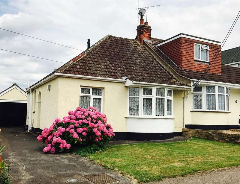 2 Bedrooms Semi Detached Bungalow for sale in Cedar Road, Hutton, BRENTWOOD, CM13