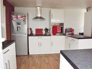 3 Bedrooms House for sale in Jubilee Road, Waterlooville, Hampshire, PO7 7RD