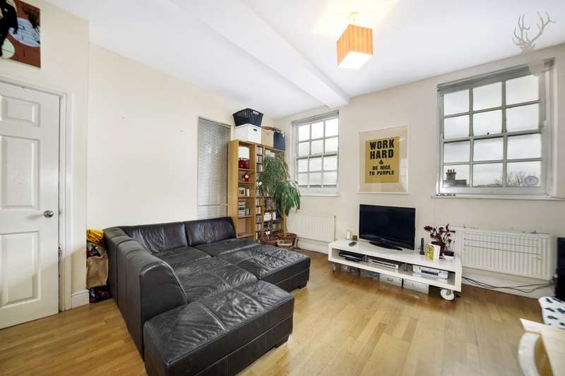 1 Bedroom Flat for sale in Roman Road, Bow, E3