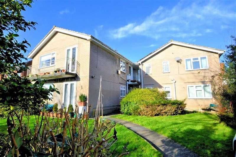 2 Bedrooms Flat for sale in Annes Court, Hemnall St, Epping