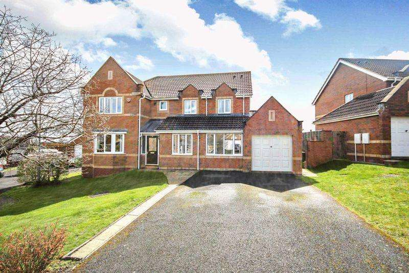 5 Bedrooms Detached House for sale in Vickery Close - FIVE BEDROOMS, THREE RECEPTION ROOMS