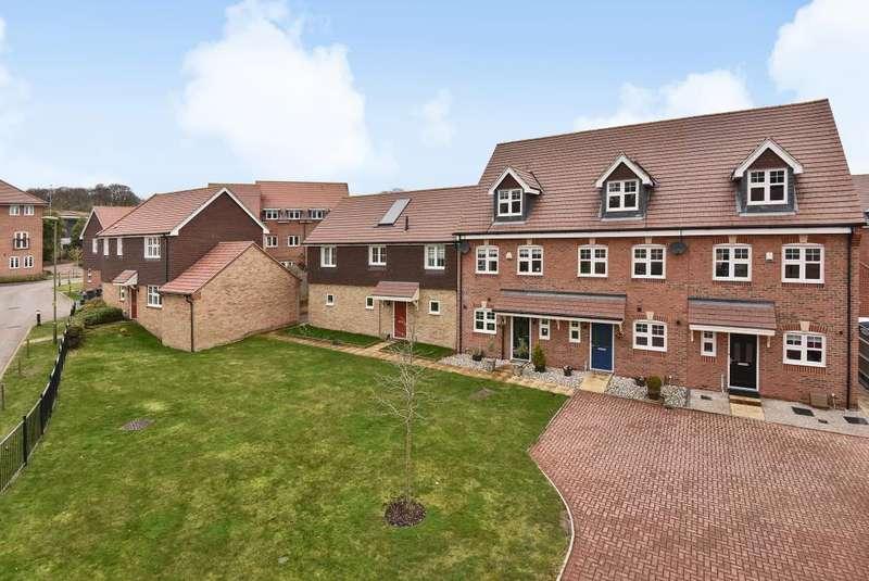 3 Bedrooms House for sale in Bagshot, Surrey, GU19