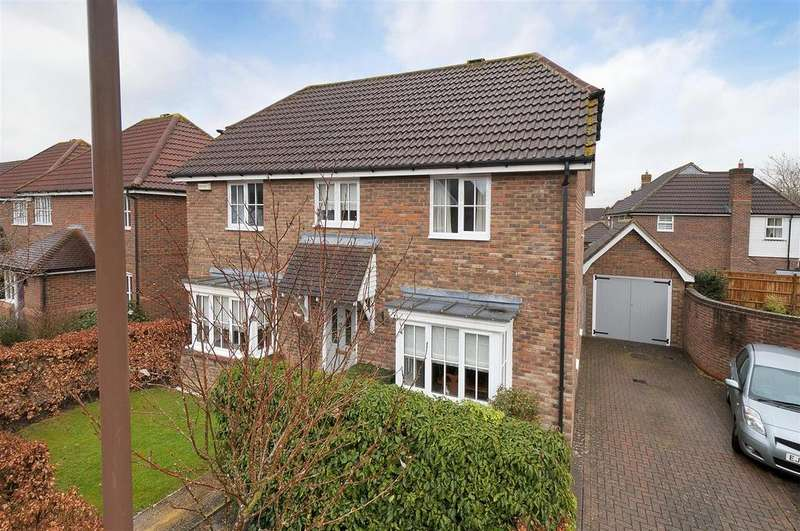 4 Bedrooms Detached House for sale in Buttercup Close, Paddock Wood