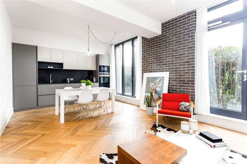 2 Bedrooms Flat for sale in Atalanta Street, Munster Village, Fulham, SW6