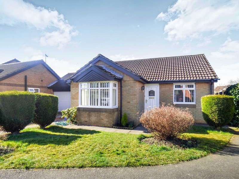 2 Bedrooms Bungalow for sale in Swanton Close, Meadow Rise, Newcastle upon Tyne, Tyne and Wear, NE5 4SL