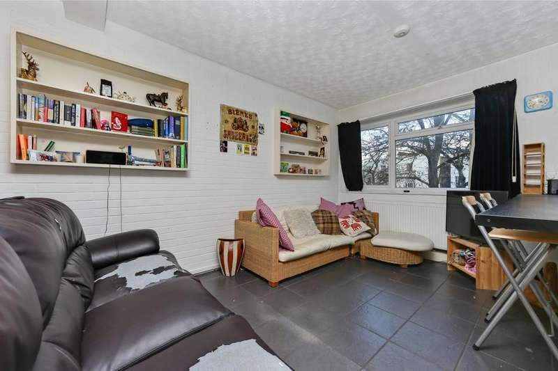 2 Bedrooms Flat for sale in Brixton Road, London SW9