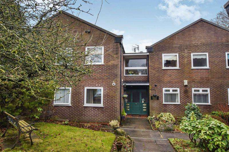 2 Bedrooms Apartment Flat for sale in Roe Green Avenue, Worsley