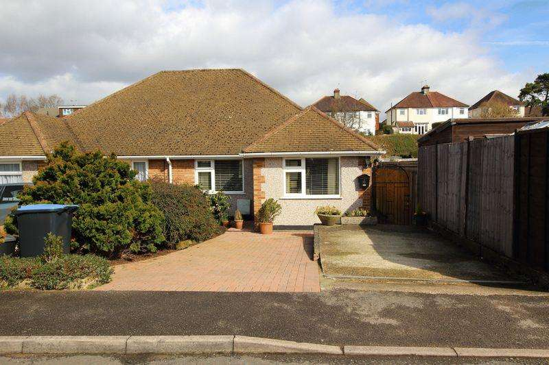 2 Bedrooms Bungalow for sale in MAURICE AVENUE, CATERHAM ON THE HILL