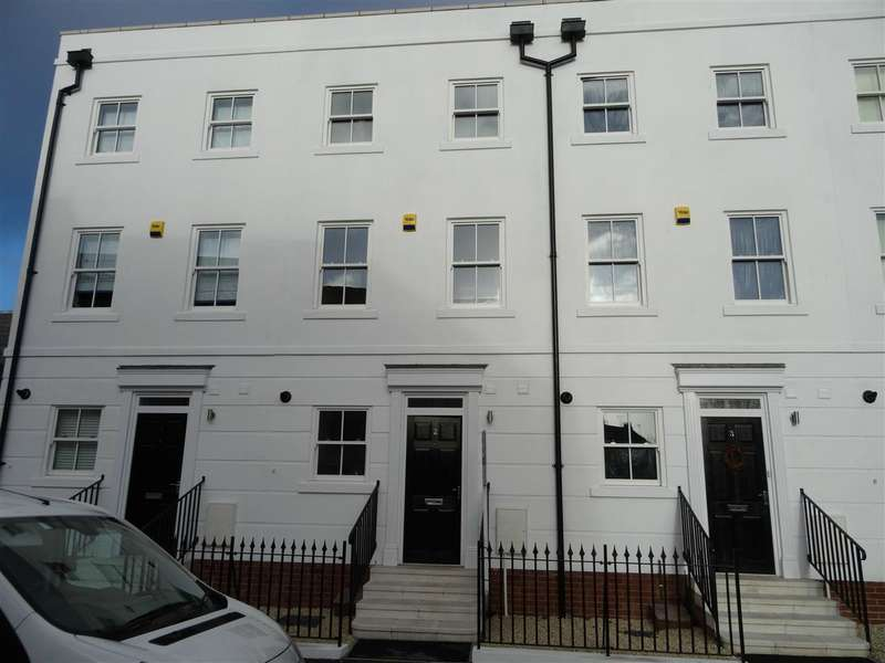 4 Bedrooms Terraced House for rent in The Mews, Chapel Street, Leamington Spa
