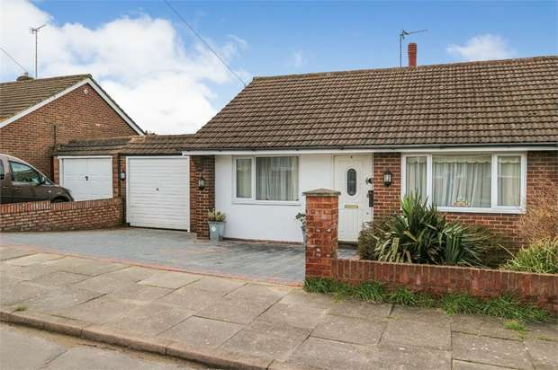 3 Bedrooms Detached Bungalow for sale in Matlock Crescent, Luton, Bedfordshire