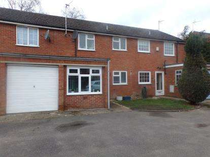 3 Bedrooms Terraced House for sale in Stuart Close, Bletchley, Milton Keynes