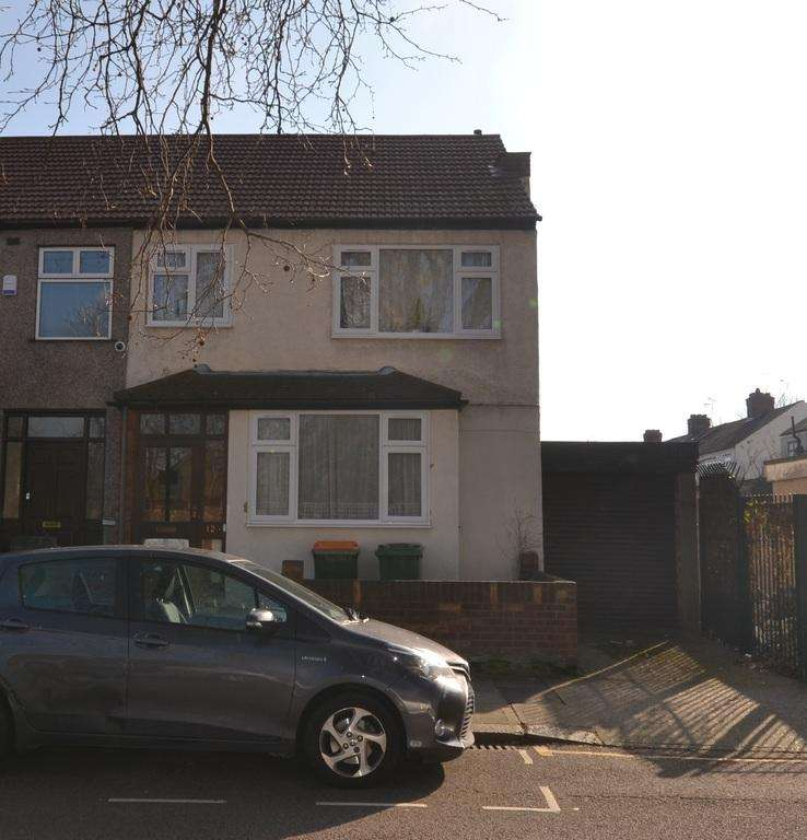 3 Bedrooms End Of Terrace House for sale in Dore Avenue , Manor Park