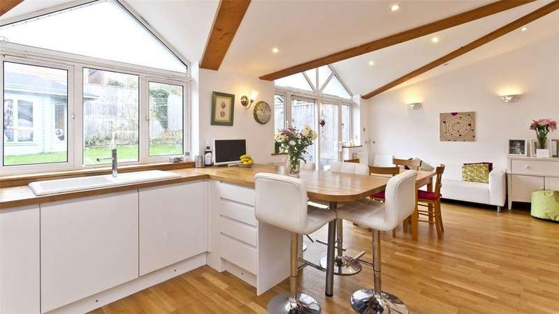 4 Bedrooms Detached House for sale in Queens Road, Alexandra Park, Poole, BH14
