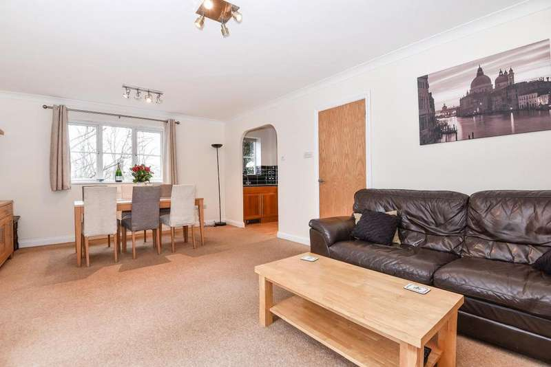 2 Bedrooms Flat for sale in Chaucer Way, Wimbledon