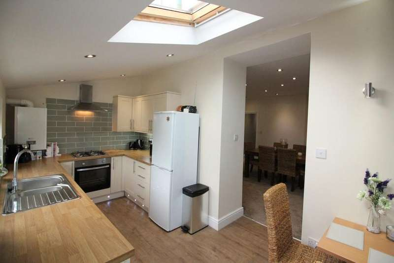 3 Bedrooms Terraced House for sale in Bolton Road, Darwen