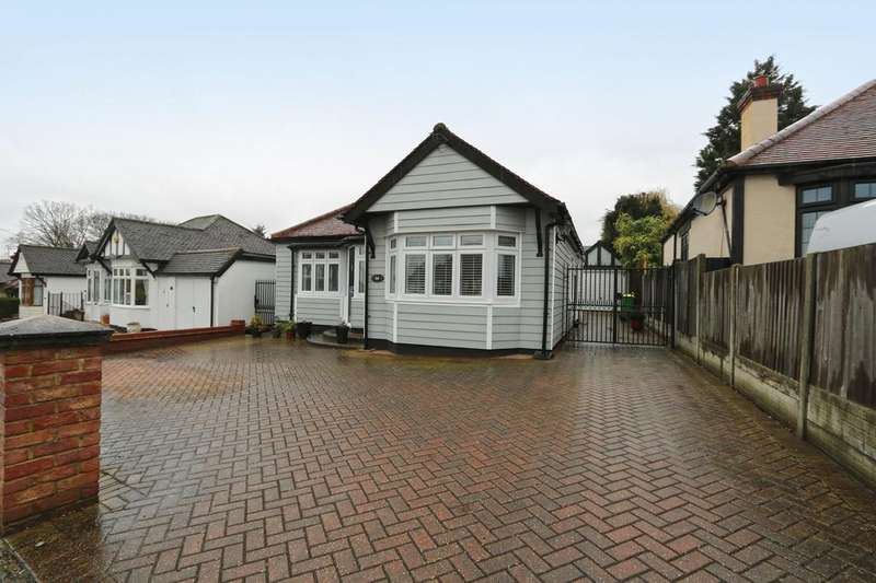 3 Bedrooms Detached Bungalow for sale in Hawkwell Chase, Hockley, Essex