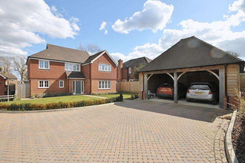 4 Bedrooms Detached House for sale in Keymer Place, Burgess Hill, West Sussex