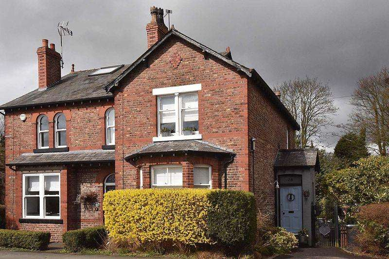 3 Bedrooms Semi Detached House for sale in Knutsford Road, Alderley Edge