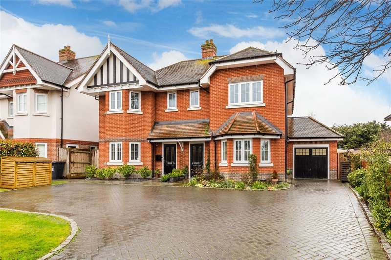 3 Bedrooms Semi Detached House for sale in Bridge Road, Chertsey, Surrey, KT16