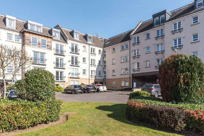 3 Bedrooms Flat for sale in Powderhall Rigg, Broughton, Edinburgh, EH7 4GA
