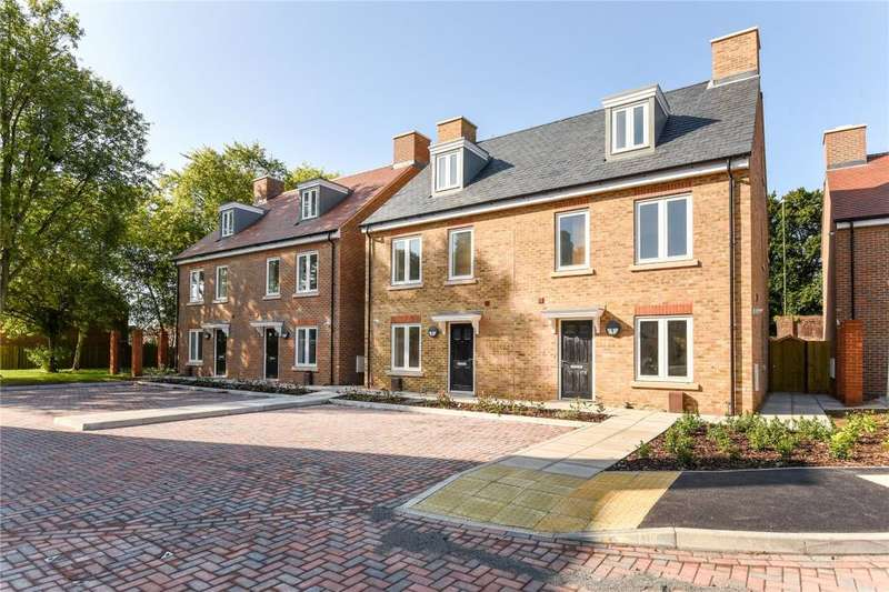 3 Bedrooms Semi Detached House for sale in King William Close, The Broadway, Chichester, West Sussex, PO19