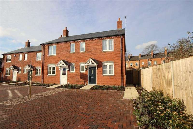 3 Bedrooms Semi Detached House for rent in Saw Mill Close, Warwick, CV34