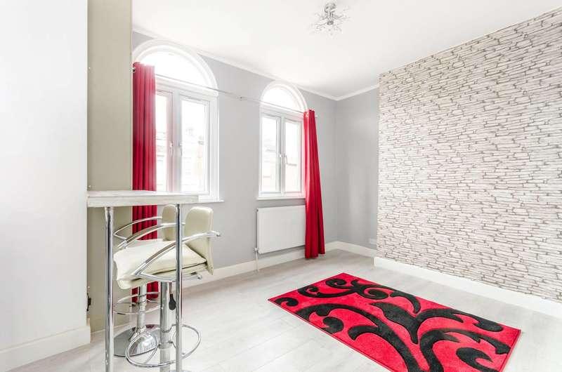 1 Bedroom Flat for sale in Lee High Road, Lewisham, SE13
