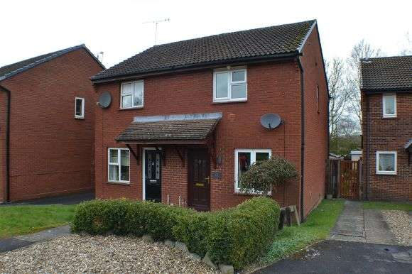 3 Bedrooms Semi Detached House for sale in Hartley Gardens, Tadley