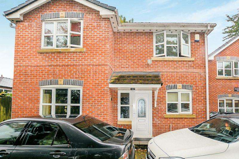 4 Bedrooms Detached House for sale in Parkhills Close, Bury