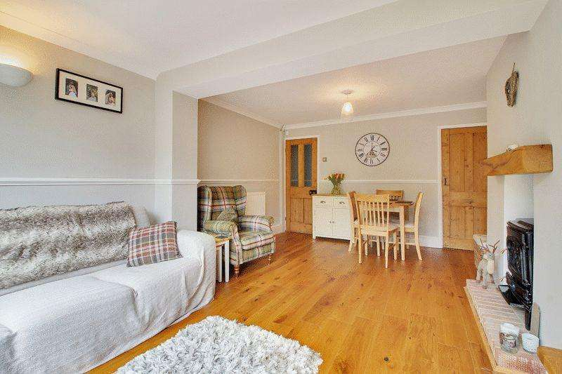 2 Bedrooms Terraced House for sale in Milton Road, Horsham