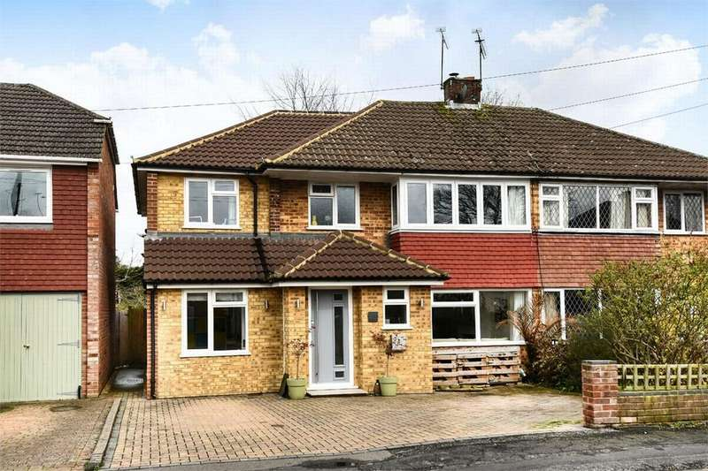 4 Bedrooms Semi Detached House for sale in Alton Road, Fleet, Hampshire