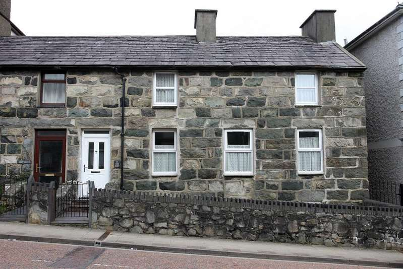 4 Bedrooms End Of Terrace House for sale in Water Street, Penygroes, North Wales