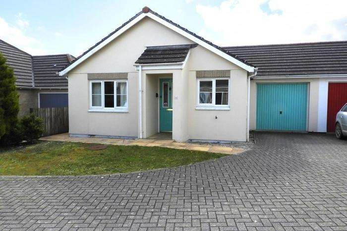 2 Bedrooms Bungalow for sale in 11 Bosnoweth, Helston, TR13