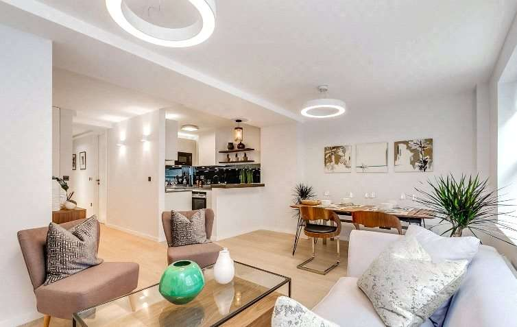 2 Bedrooms Flat for sale in Eagle Street, London, WC1R