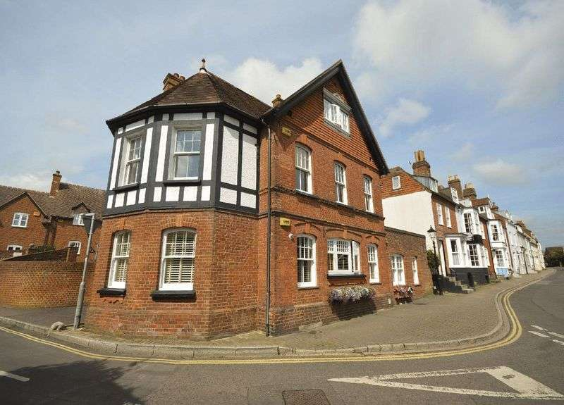 2 Bedrooms Property for sale in Grove Road, Lymington