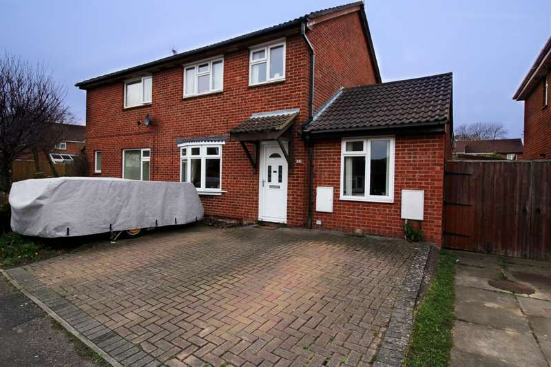 3 Bedrooms Semi Detached House for sale in Poplar Rd, Aylesbury, HP20