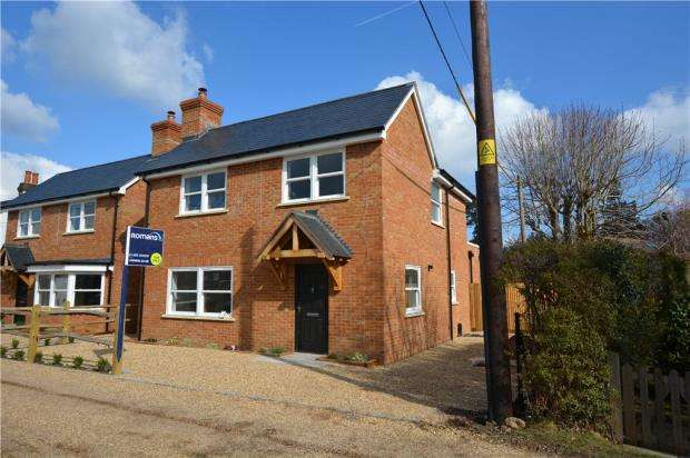 4 Bedrooms Detached House for sale in Peat Common, Elstead, Godalming