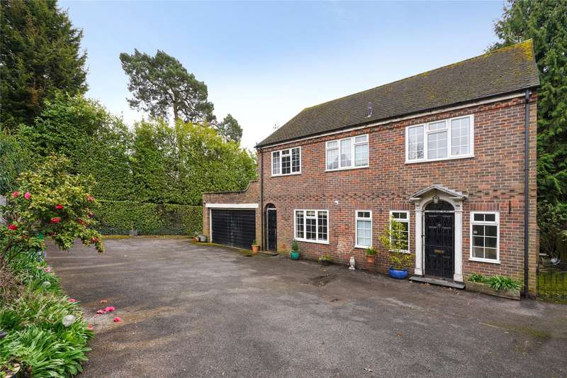 4 Bedrooms Detached House for sale in Cobbetts Hill, Weybridge, Surrey, KT13